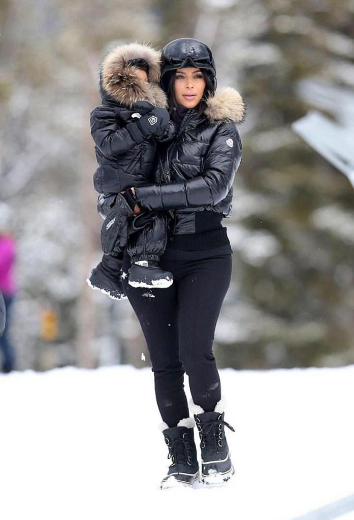5678a8a2e18 Moncler New Fanny nylon and leather aprés-ski boots Femme Bottes Shearling  1158254 v4SpdQ6o. Moncler Grenoble Blouson Rembourré - Après-Ski Noir ...