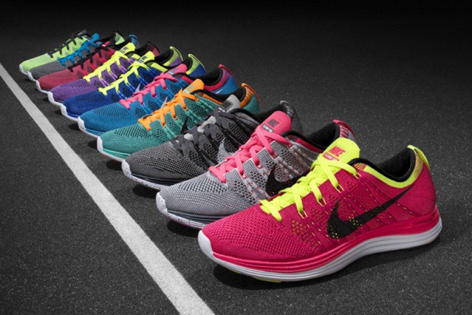 Je veux trouver des chaussures de running ou sneaker pas cher ICI. Nike  pour courir homme. Hot Style Roshe Run One Blanc et Noir roshe run pour  courir nike ... fbaeaf48e4f6