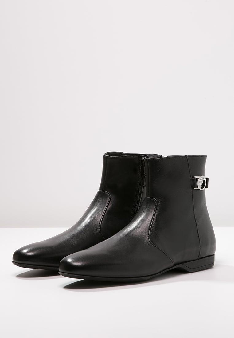 Versace Bottes Homme Bottines Nero Chaussures En Cuir Chaussures Bottines  Réductions Suède Tods Gris Homme En Vente bottines noir versace boots   u0026 ... efdcc7df73e
