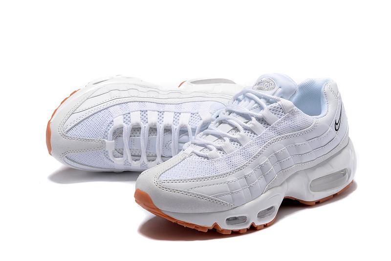 Découvrez tous les styles de nike air max pas cher blanche pour hommes,  femmes et enfants dans une gamme de tailles et de styles. e6f1ec9a3757