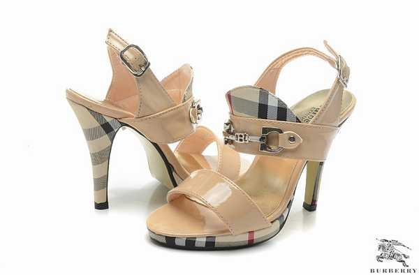 60ee986e7c5c Découvrez le confort de la technologie Air avec les sandales burberry pas  cher. Découvrez tous les styles de sandales burberry pas cher pour hommes,  femmes ...